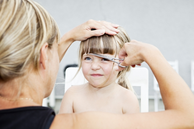 lionesse-planning-the-first-big-girl-haircut-little-girl-getting-hair-cut